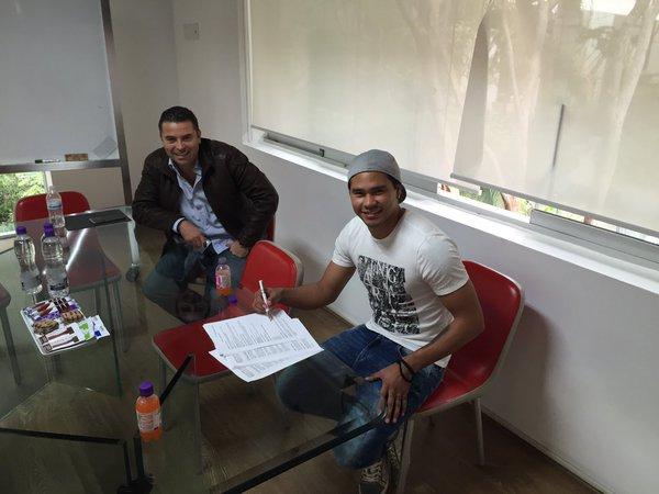 Futbol: Gullit Peña sella su vínculo con Chivas y se incorpora a la pretemporada