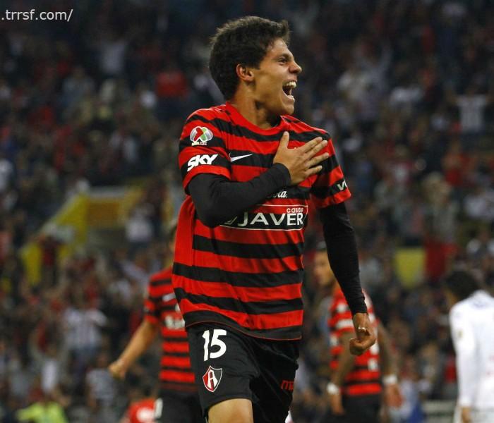 Futbol: Gustavo Costas menciona que sus jugadores deben ser profesionales