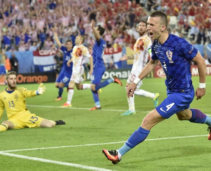 Futbol: Croacia derrota a España y se queda con el liderato del grupo D