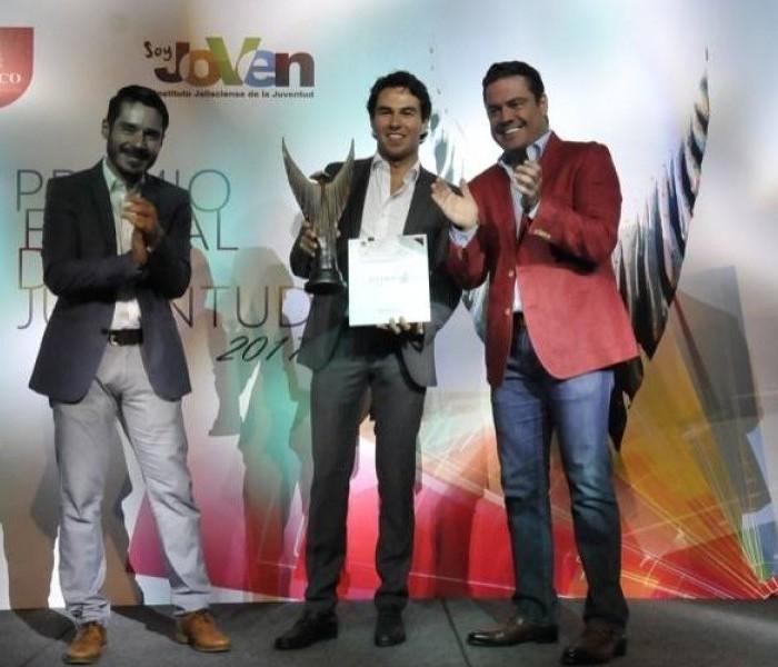 Automovilismo: 'Checo' Pérez recibe el Premio Estatal de la Juventud