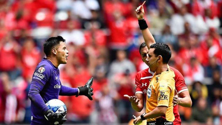 Futbol  Talavera es suspendido por la disciplianaria  027f6cc78b996