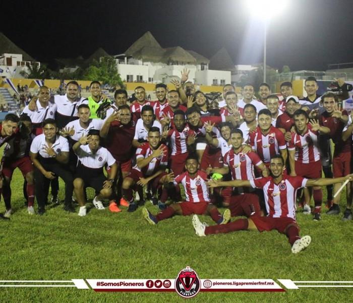 Futbol, Liga Premier: Pioneros se lleva el clásico