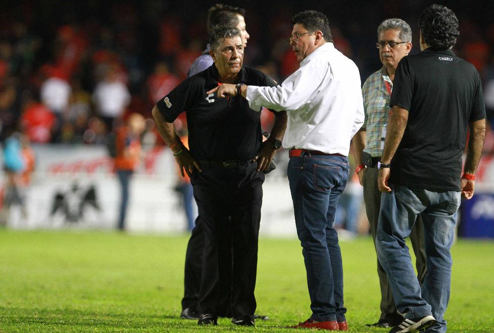 Futbol: Fidel Kuri explota contra el arbitraje y se lo grita a Codesal