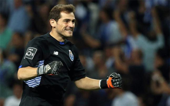 Futbol: Porto contrata portero para que compita con Casillas, Helton y Gudiño