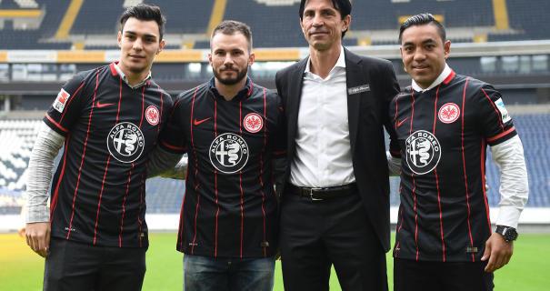 Futbol: Marco Fabián fue presentado oficialmente en Frankfurt
