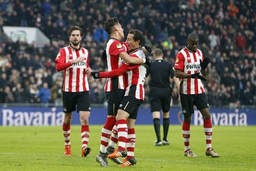 Futbol: Guardado y Moreno presentes los 90 minutos en la victoria del PSV ante el ADO Den Haag