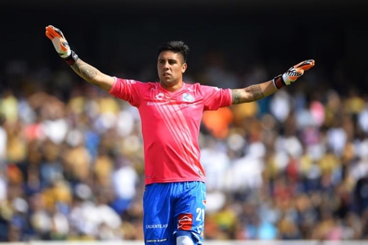 Futbol: Con portero improvisado, Puebla saca el triunfo en CU