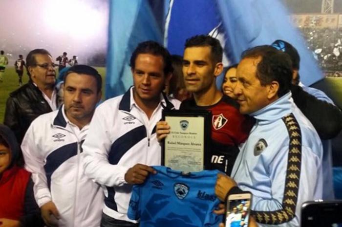 Futbol: Rafa Márquez recibe homenaje y Atlas supera al Tampico Madero