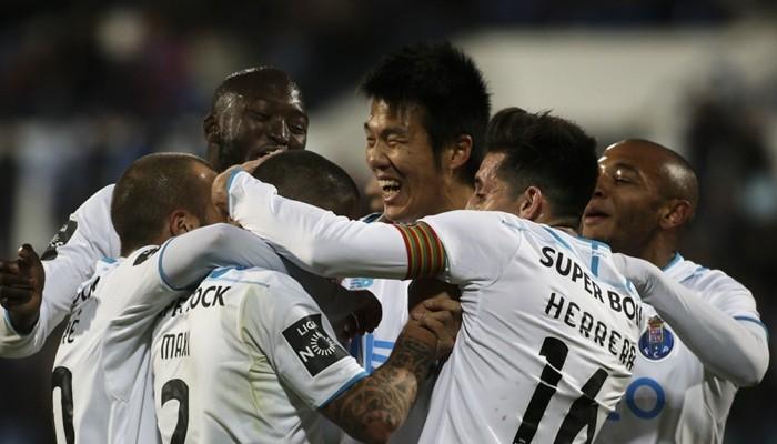 Futbol: Con Herrera y Tecatito, Porto se acerca al líder de la Liga
