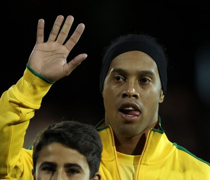 Futbol: Ronaldinho no se olvida de Querétaro