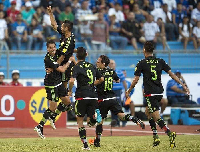 Futbol: Chile y México juegan su último partido antes de Copa América