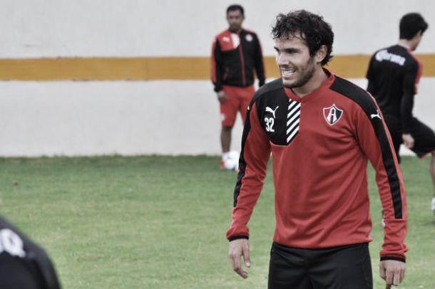 Fútbol, Liga MX; Álvaro González analiza su futuro.