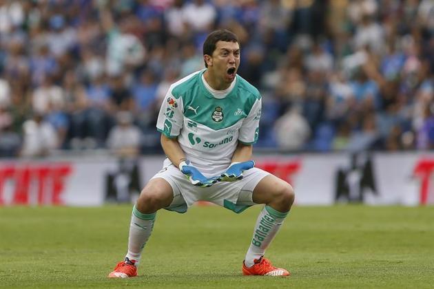 Futbol: Marchesín continuaría con Santos, la directiva será quien decida