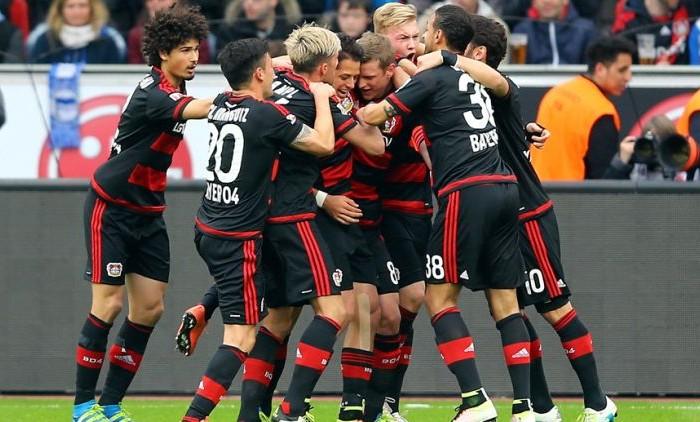 Futbol: Bayer Leverkusen y Chicharito garantizan su lugar en Champions League