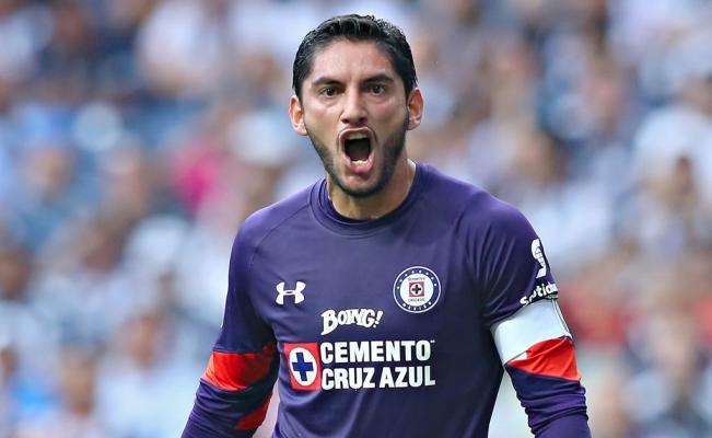 Fútbol: Corona toma como halago que Chivas se fije en él