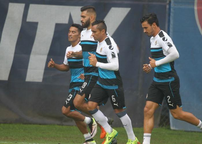 Futbol: Chivas se concentra para enfrentar al Houston Dynamo