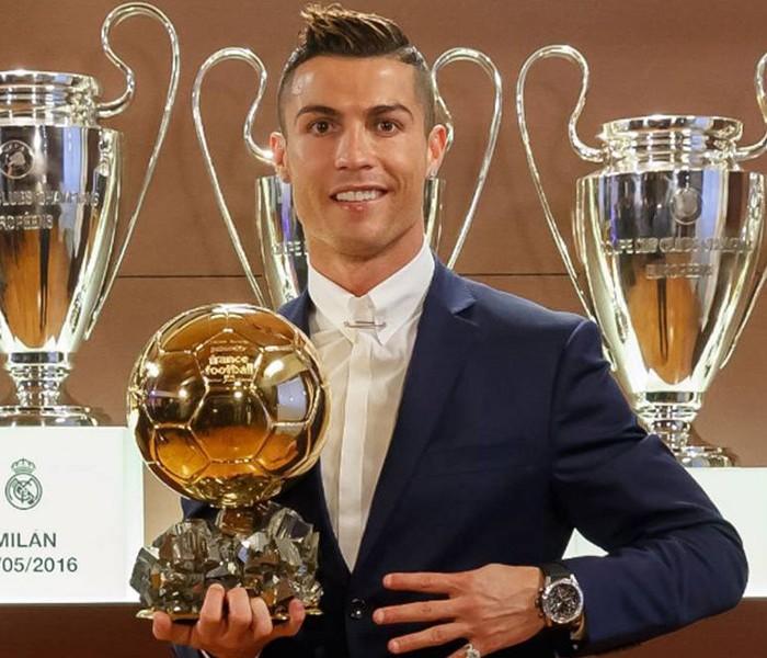 Futbol: Cristiano Ronaldo obtiene su cuarto balón de oro