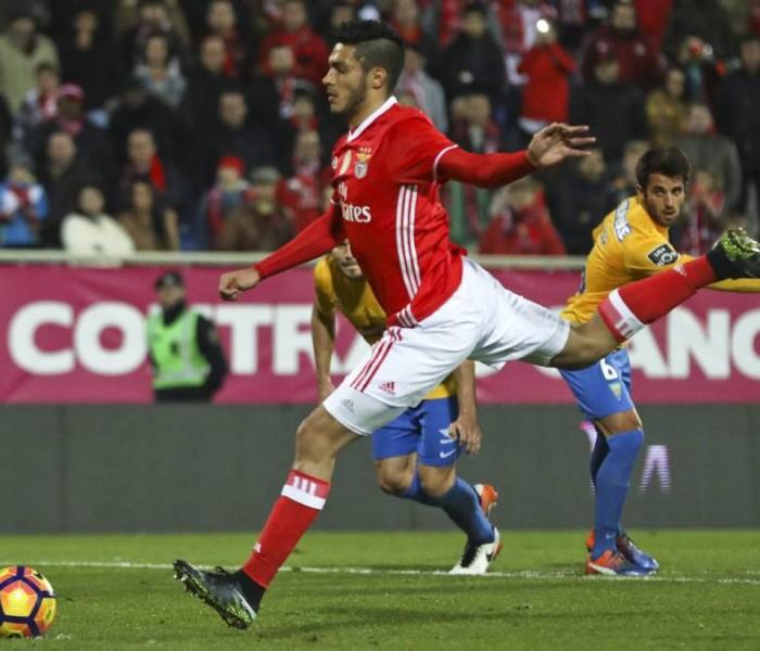 Futbol: Raúl Jiménez presenta molestias en la ingle y no jugaría con Benfica