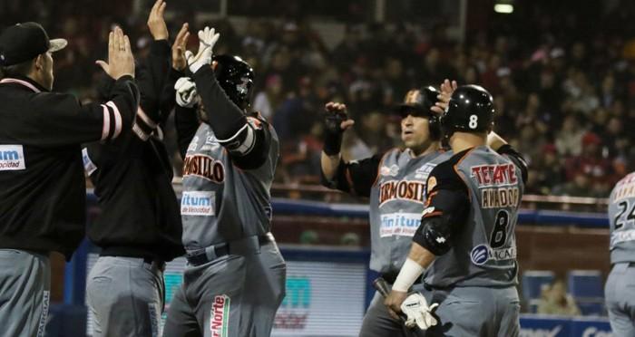 Beisbol: Naranjeros irrumpe en la casa de Águilas y empata la serie