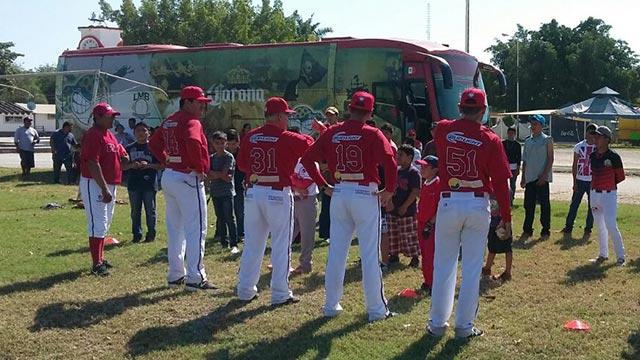 Beisbol, LMB: Piratas impartió una clínica a niños y adolescentes en Bonfil