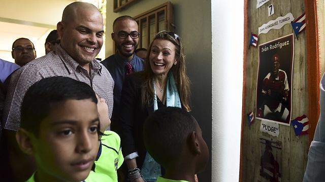 Beisbol, MLB: Iván Rodríguez visitó su escuela primaria en Puerto Rico