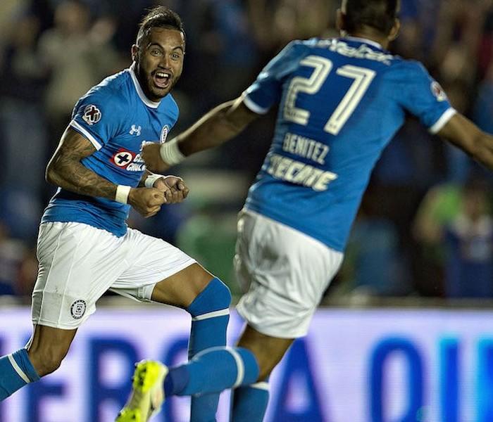 Fútbol: Velázquez renueva contrato con Cruz Azul