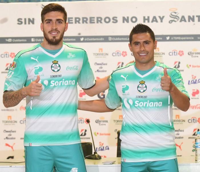 Futbol: Santos presenta a Ventura Alvarado y Osvaldo Martínez