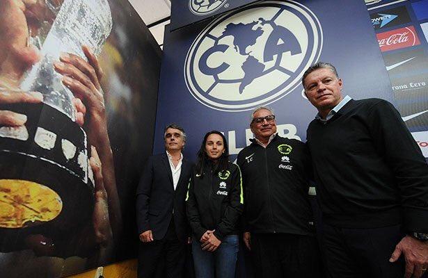 Futbol: América presenta a su nuevo técnico para el equipo femenil