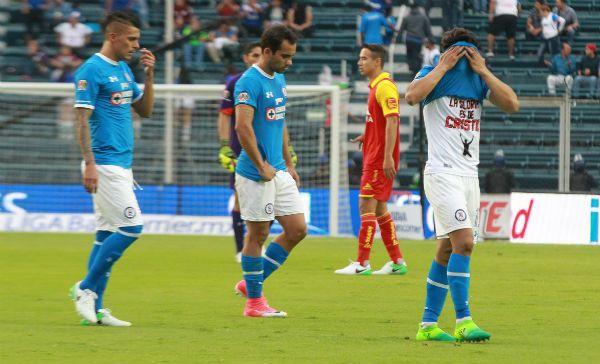 Fútbol: Cruz Azul comienza a despedirse del Clausura 2017, Monarcas le empató