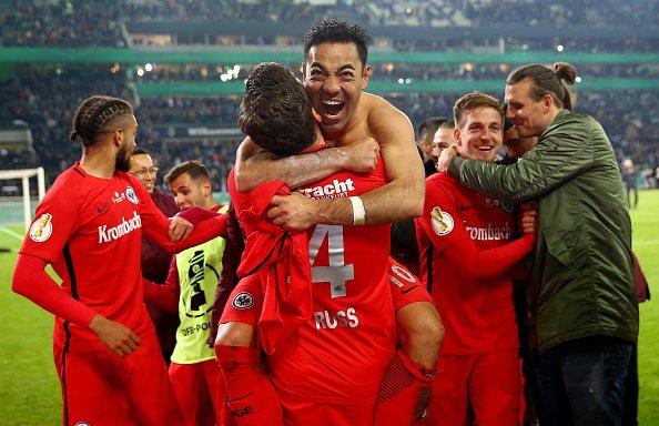Fútbol: Marco Fabián y el Eintracht avanzan a la final de la Copa Alemana