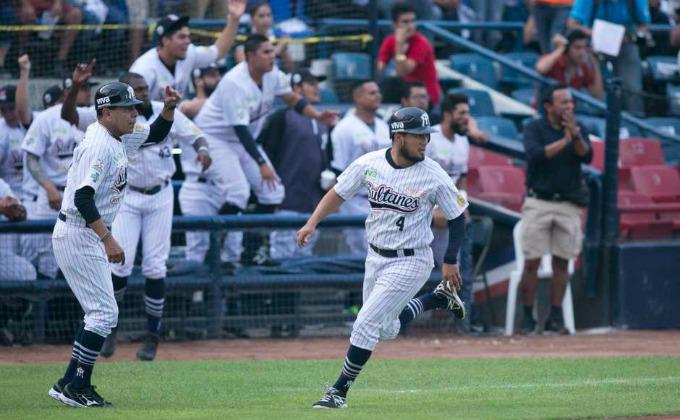 Beisbol, Primeros extra innings, Sultanes se lleva la victoria por pizarra de 6-4