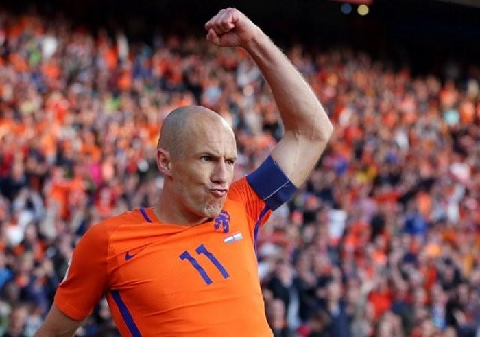 Fútbol: Holanda revivió en sus aspiraciones al Mundial