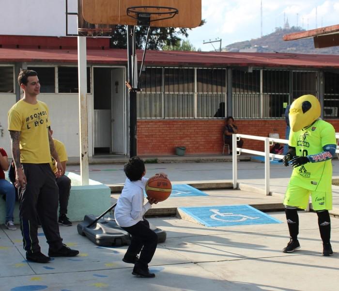 LNBP, Baloncesto: Las Abejas de León conviven con niños