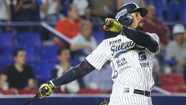 Beisbol, LMB: Chris Roberson definió con Home Run en la décima y siguen invictos