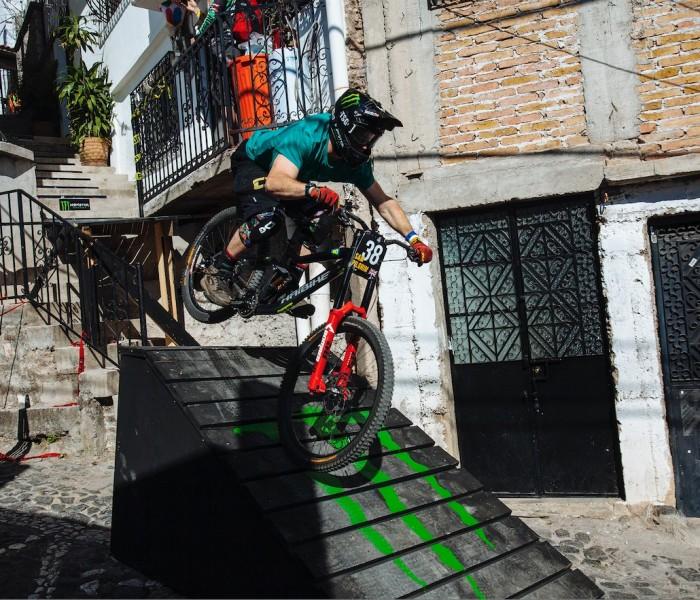 Downhill: Atletas Monster Energy conquistan el podio de Downhill Taxco 2018