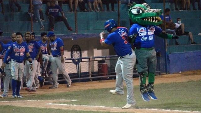 Beisbol, LCBP: Julio Vivas cortó orejas y rabo y Caimanes tomó ventaja en la final