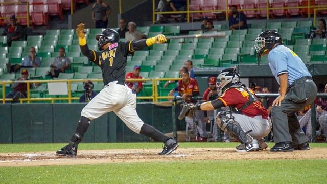 Beisbol, LBPRC: Ozzie Martínez dejó tendidos en el terreno a los Indios