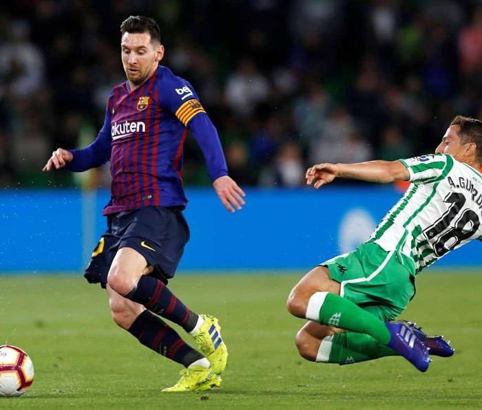 Fútbol: Messi y Barcelona propinan goleada al Betis de Guardado y Lainez