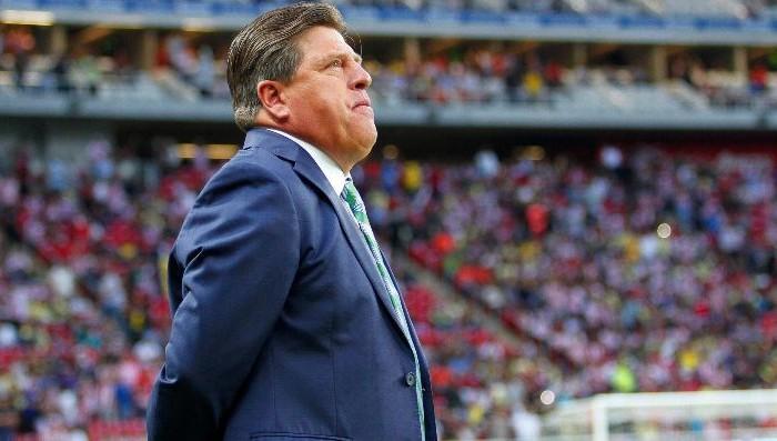 Fútbol: Miguel Herrera recibe sanción por la critica a Brizio