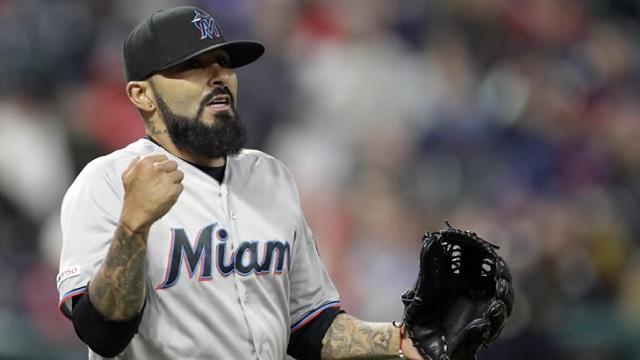 Beisbol, MLB: Sergio Romo llegó a cuatro rescates con Miami