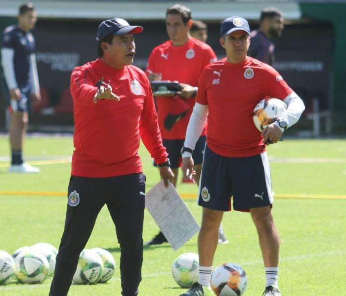 Fútbol: Coyote recibe la confianza para dirigir a Chivas