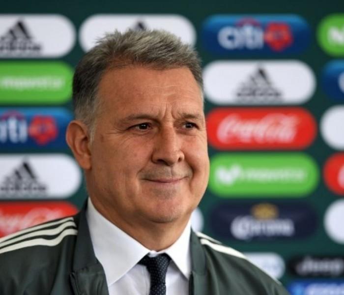 Fútbol: Martino duda acerca de la lesión de Corona