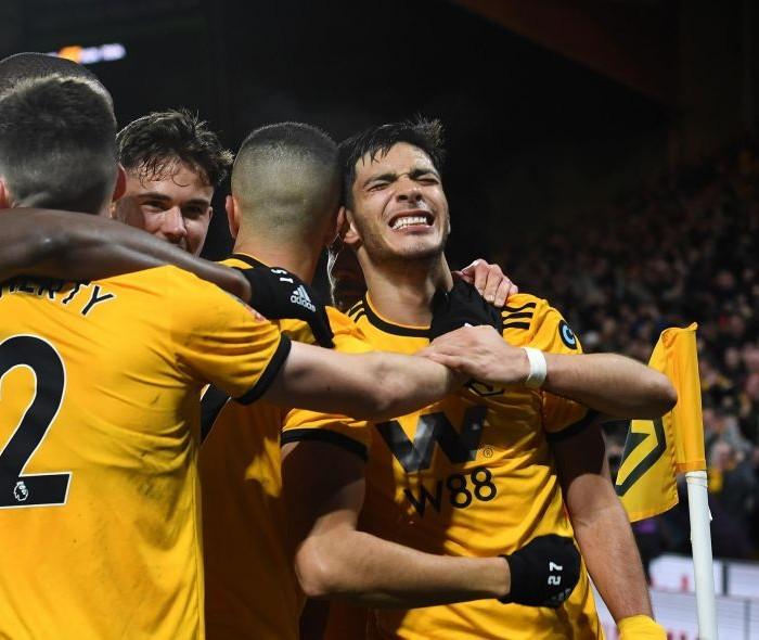 Fútbol: Wolves de Raúl Jiménez derrotan al Manchester United