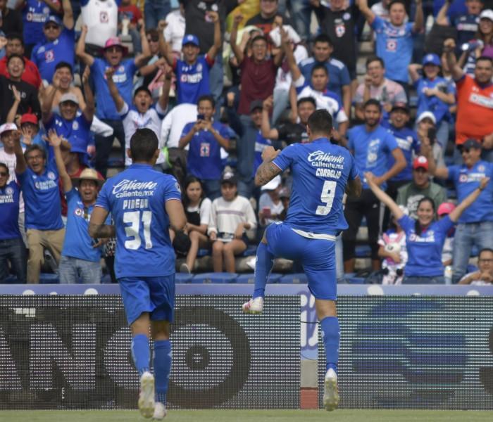 Fútbol: Caraglio provoca preocupación en Cruz Azul por una fractura