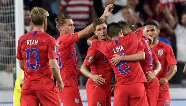 Fútbol: Estados Unidos humilló a Trinidad y Tobago para calificar