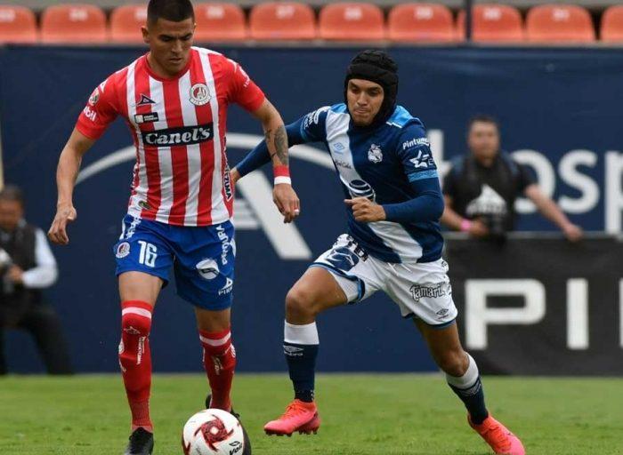 Fútbol: Ayudando en la defensa del Puebla