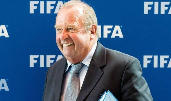 Fútbol: Médico de FIFA cree que el fútbol no debe volver hasta septiembre