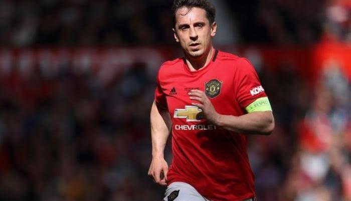 Fútbol: Gary Neville, exjugador del Man. United, pide llevar la Premier a un país seguro para terminarla