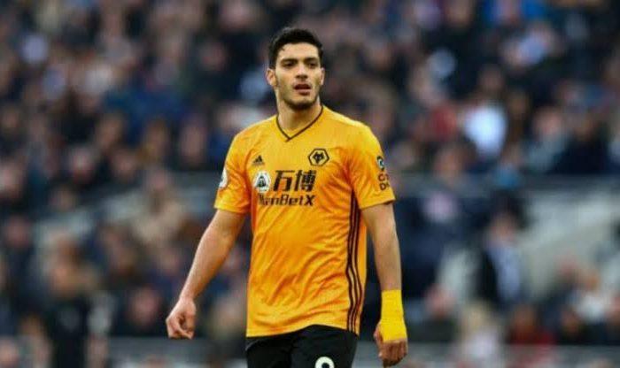 El más caro… Wolverhampton blinda a Raúl Jiménez