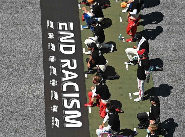 La Fórmula 1 hace protesta contra el Racismo